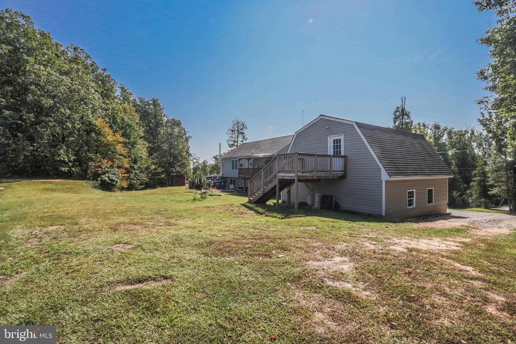 Full apartment above detached garage w/full bath - 1799 COURTHOUSE RD, STAFFORD