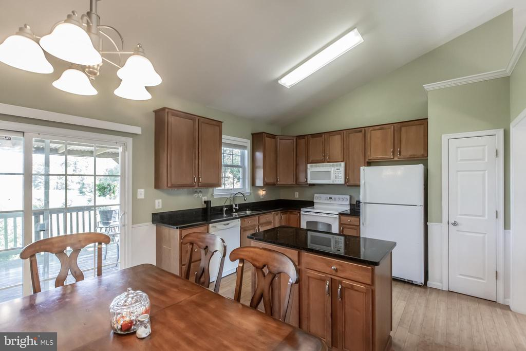 Center Island in Kitchen - 1799 COURTHOUSE RD, STAFFORD