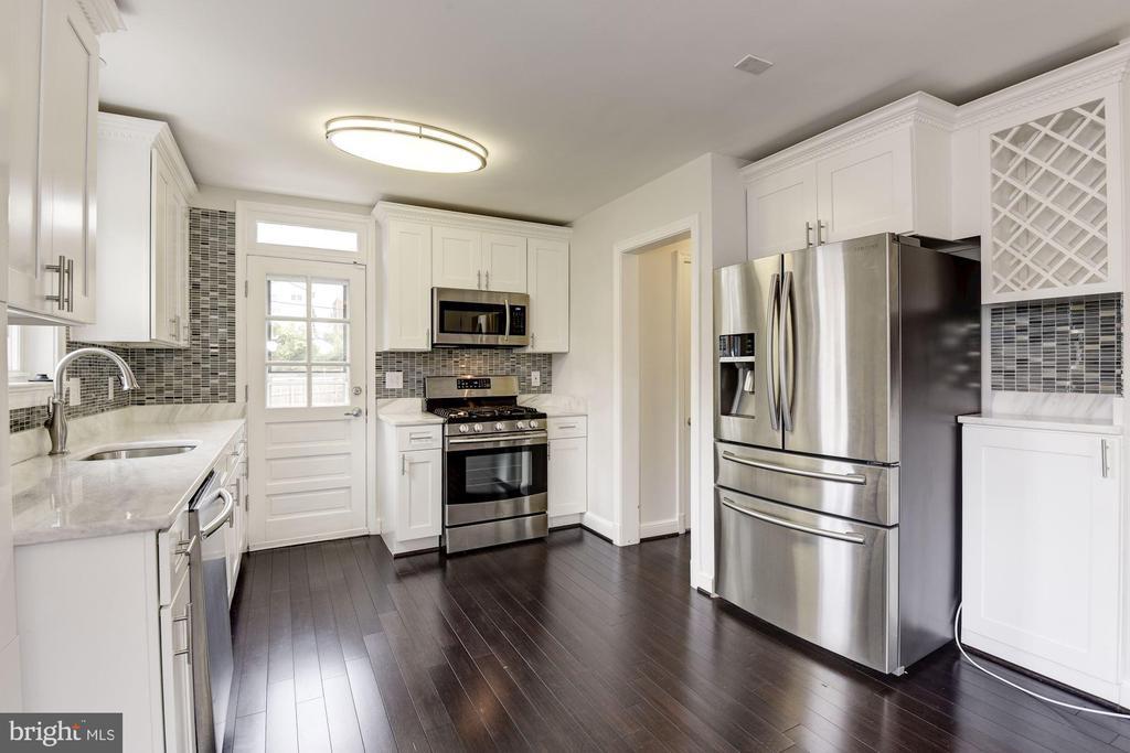Upgraded Kitchen with Stainless Appliances - 2810 NEWTON ST NE, WASHINGTON