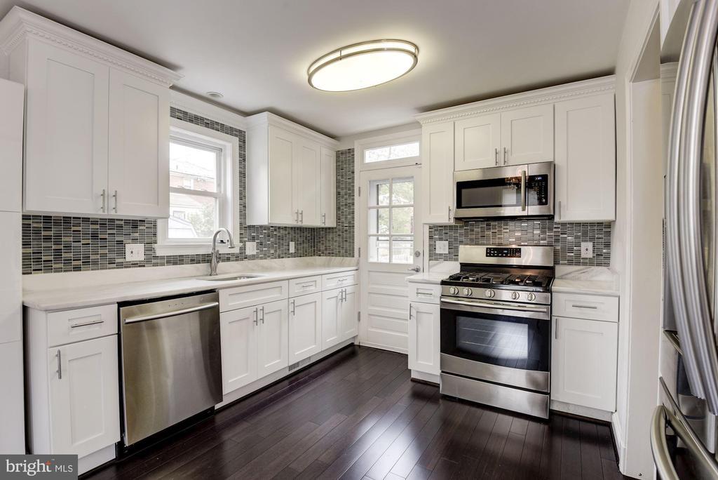 Updated Kitchen - 2810 NEWTON ST NE, WASHINGTON