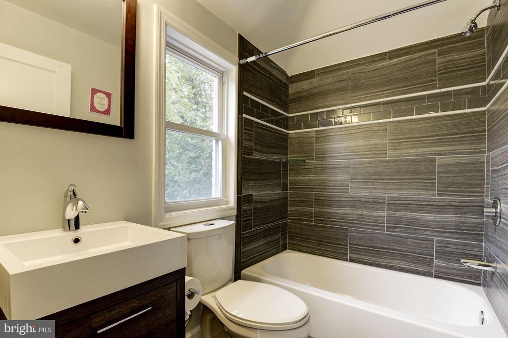Hall Bathroom - 2810 NEWTON ST NE, WASHINGTON