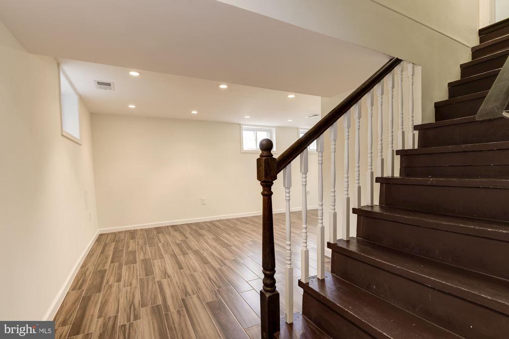 Stairway to basement - 2810 NEWTON ST NE, WASHINGTON