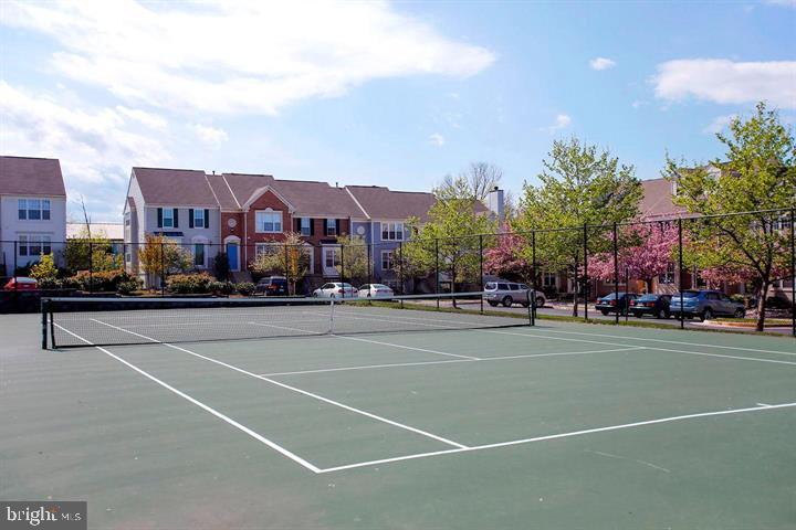 Tennis Court - 45568 READING TER, STERLING
