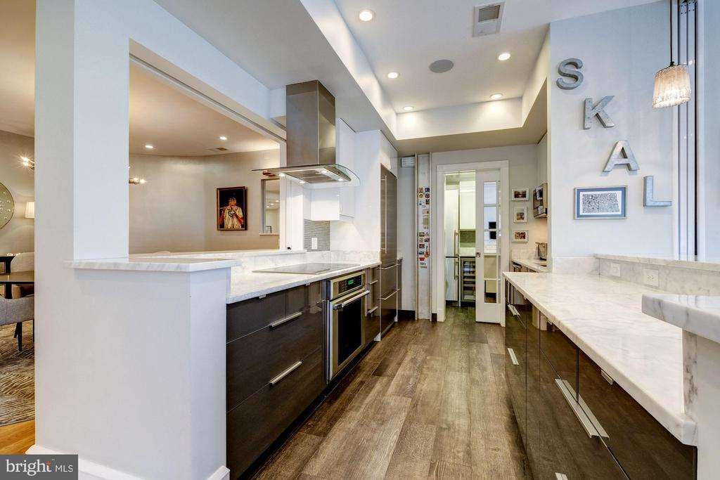 Gourmet kitchen - Thermador, Liebherr, Bosch - 1901 WYOMING AVE NW #11, WASHINGTON