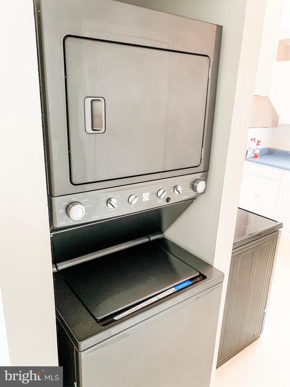 Stacked washer/dryer - 8627 ANNA CT, MANASSAS PARK