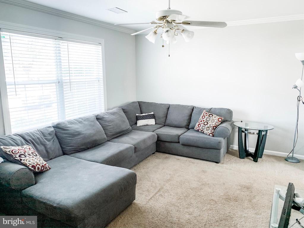 Living Room - 8627 ANNA CT, MANASSAS PARK
