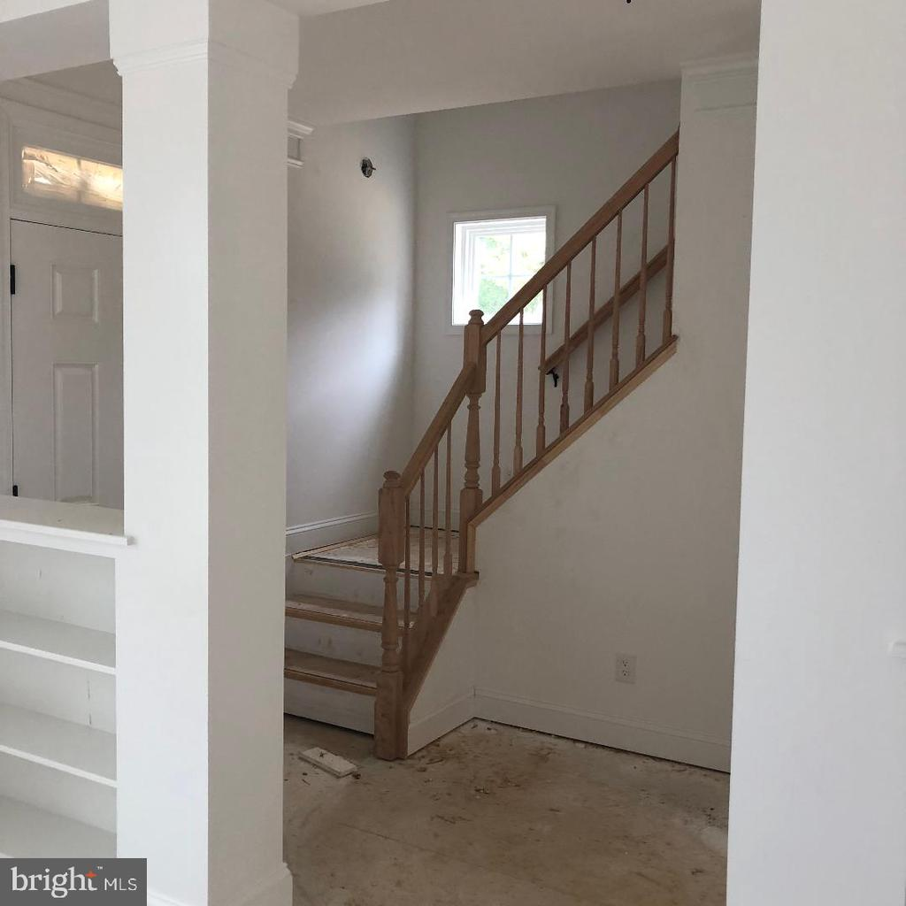 Entrance and stairwell - 29366 OLD OFFICE ROAD, RHOADESVILLE