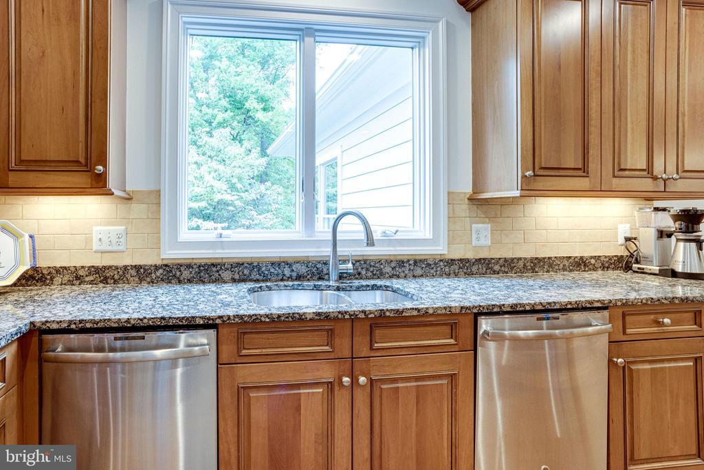 Two Dishwashers - 7357 NICOLE MARIE CT, MCLEAN