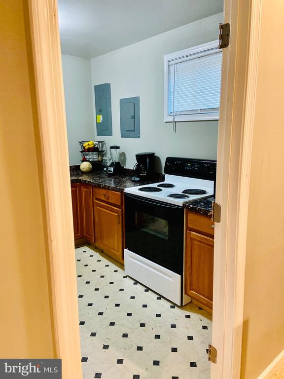 Lower Level Kitchen - 6009 LADD RD, SUITLAND