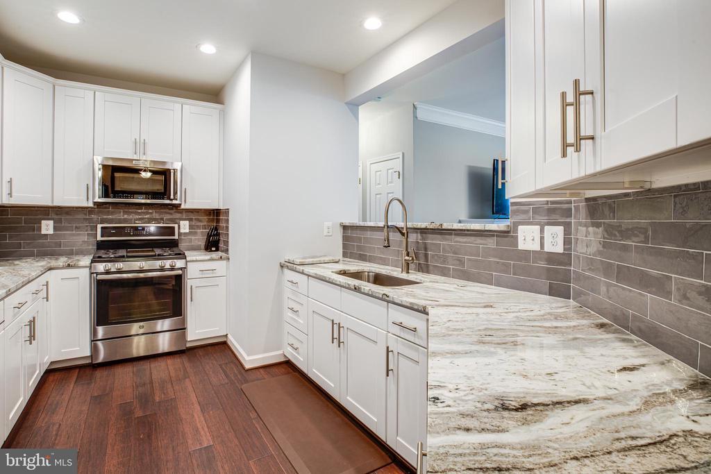 Granite & Stainless...gorgeous new kitchen - 621-209 COBBLESTONE BLVD #209, FREDERICKSBURG