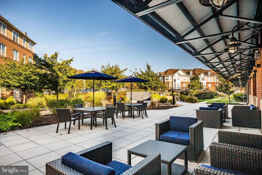 Fantastic outdoor space at the community center - 621-209 COBBLESTONE BLVD #209, FREDERICKSBURG