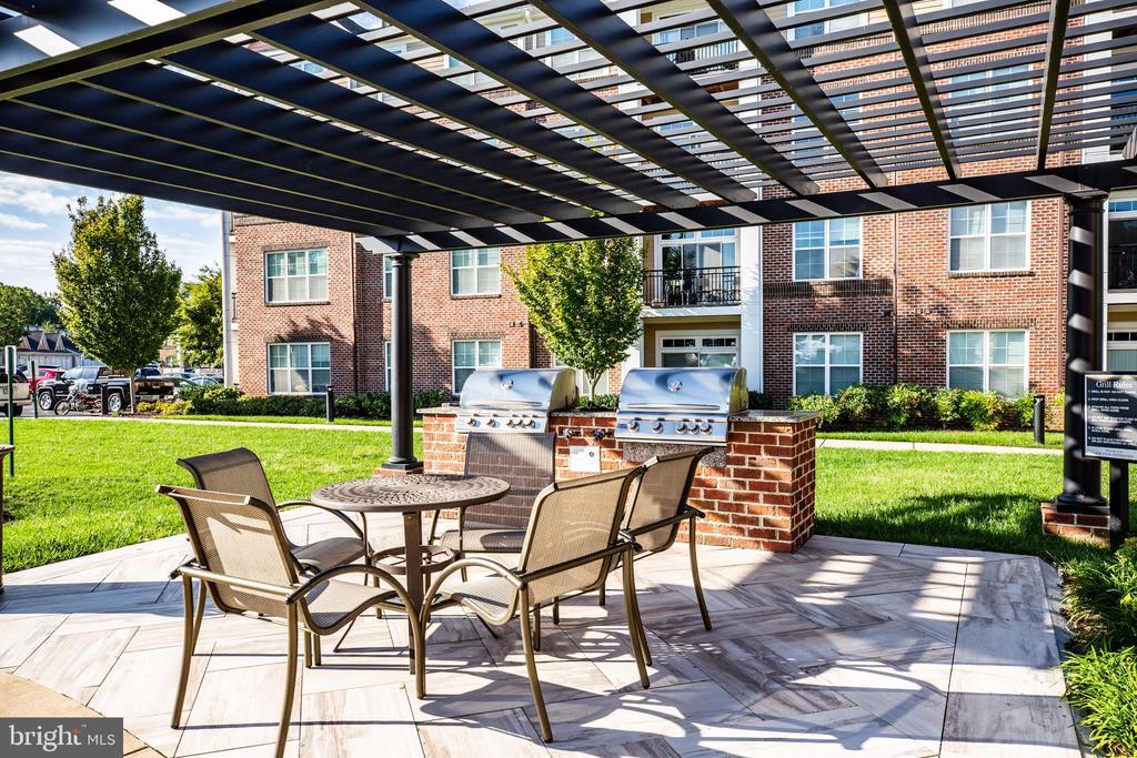 Outdoor patio/grilling area - 621-209 COBBLESTONE BLVD #209, FREDERICKSBURG
