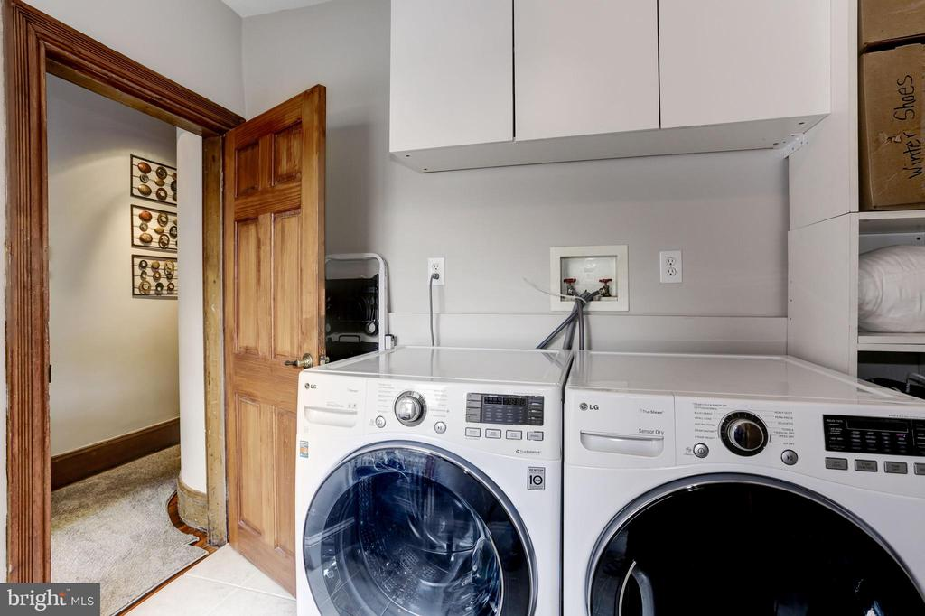 Separate laundry room on the second level - 1410 15TH ST NW, WASHINGTON