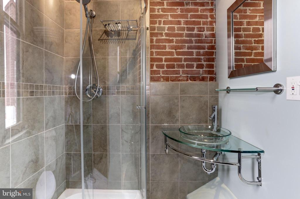 Second full bathroom on top floor for 3rd& 4th  BR - 1410 15TH ST NW, WASHINGTON