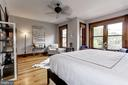 Master bedroom offers a sitting and dressing area - 1410 15TH ST NW, WASHINGTON