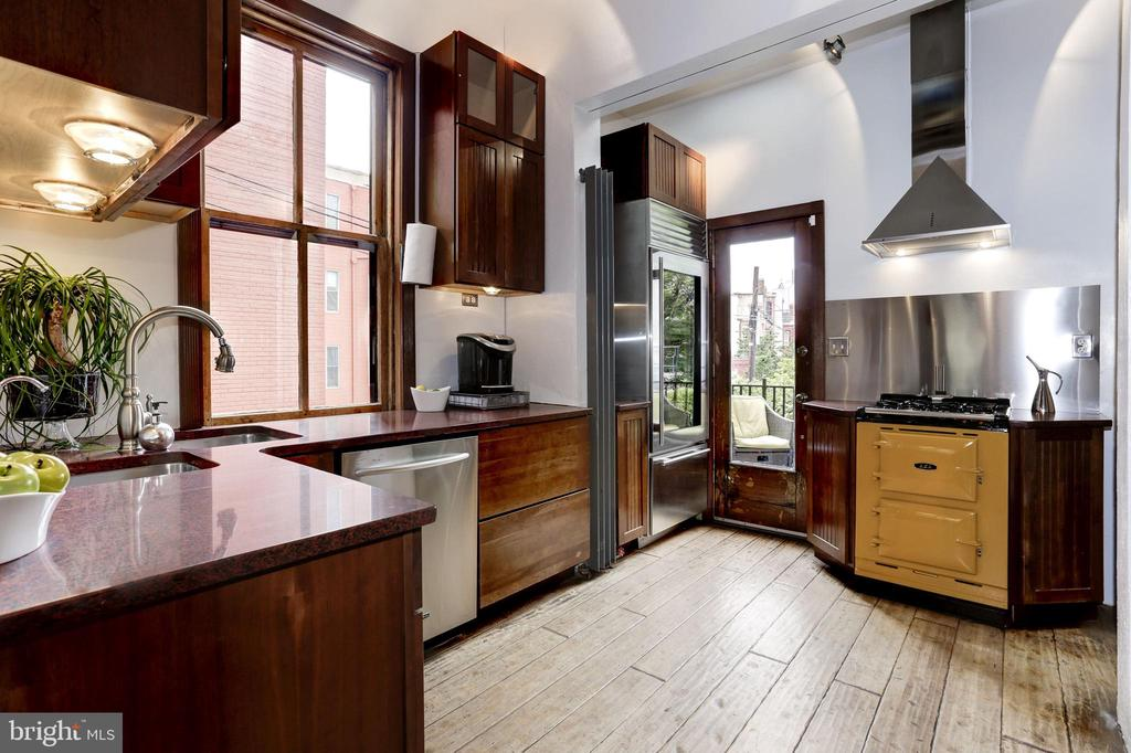 Sub-Zero refrigerator & AGA cast iron gas range - 1410 15TH ST NW, WASHINGTON