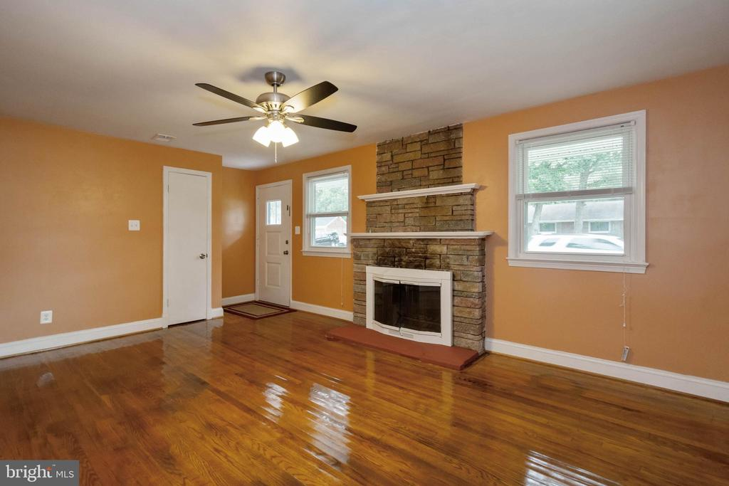 Living room area - 5500 MORRIS AVE, SUITLAND