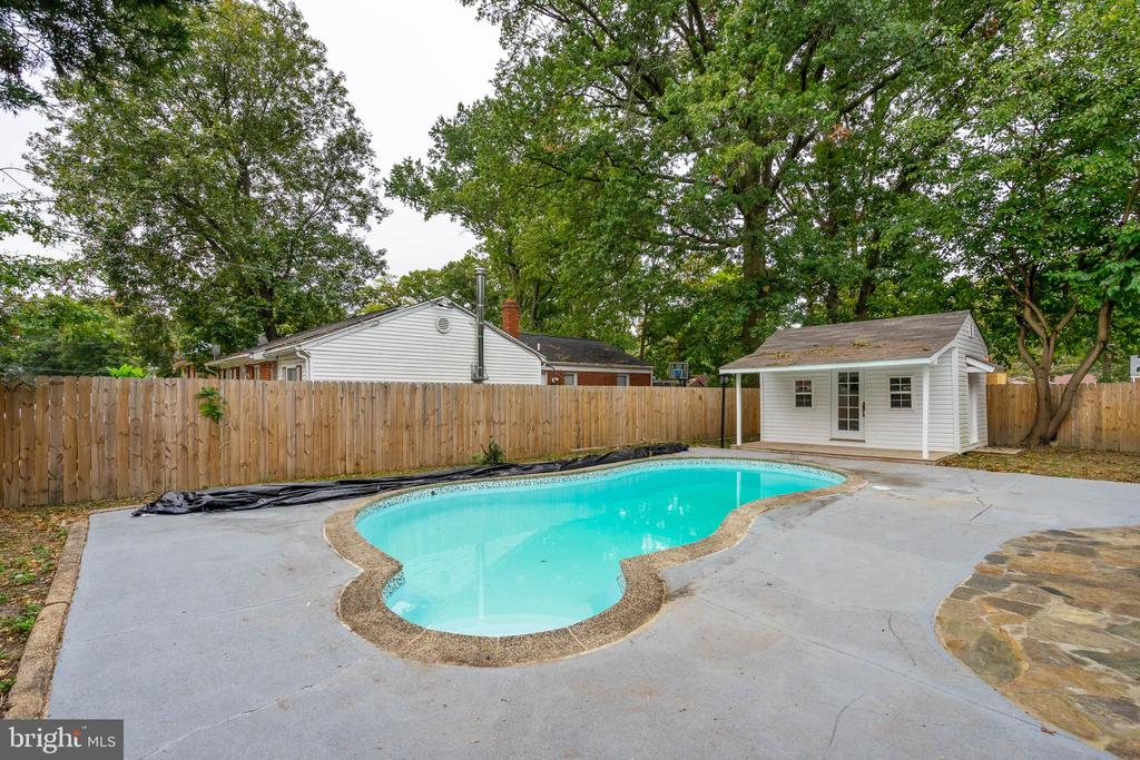 Swimming pool with cabana pool possibility - 5500 MORRIS AVE, SUITLAND