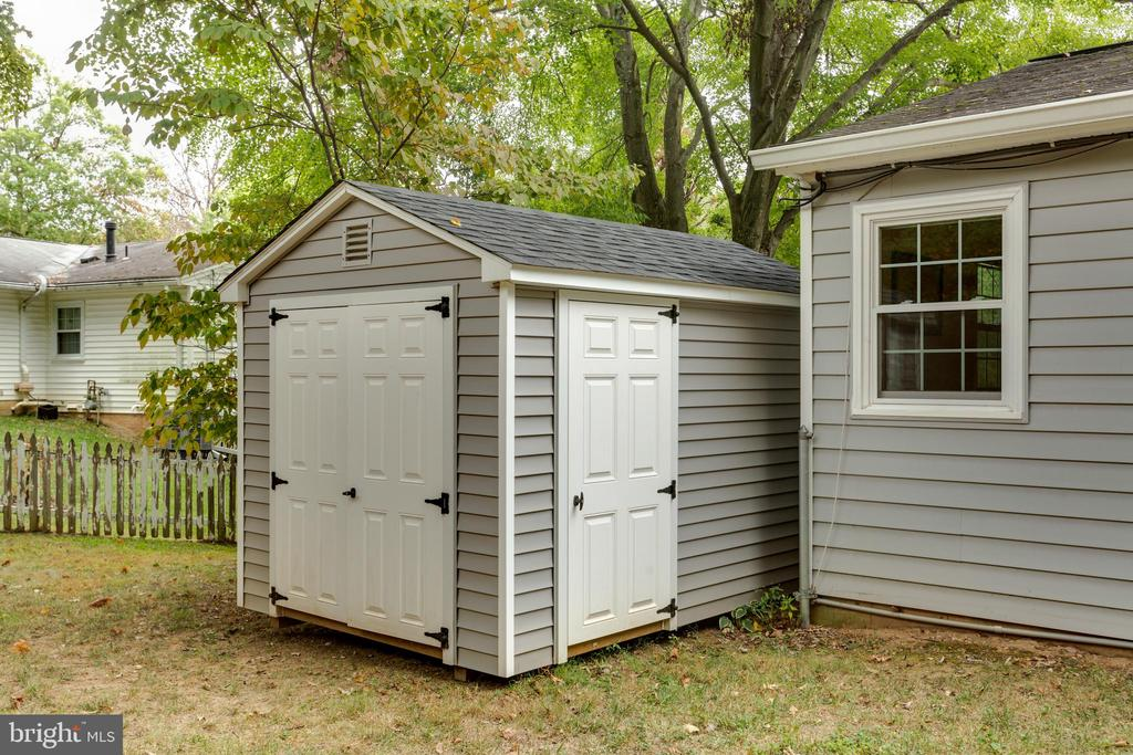 New shed (one of two) - 8222 STONEWALL DR, VIENNA