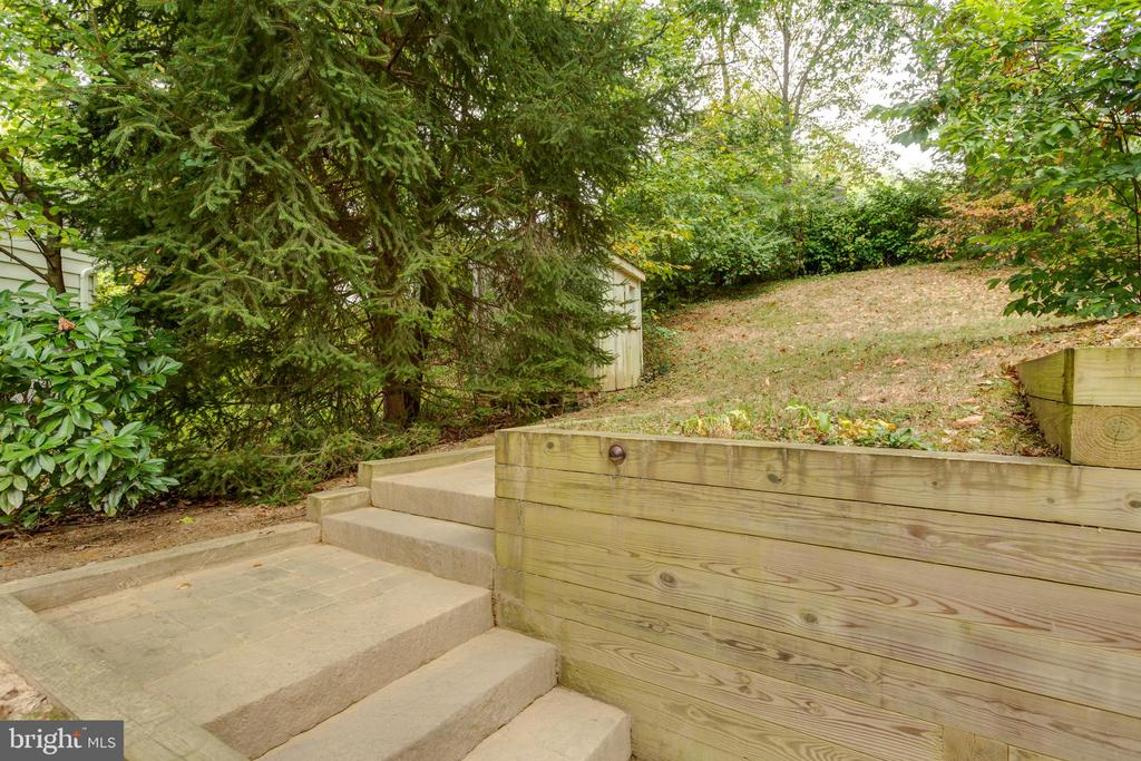 New pavers and retaining wall - 8222 STONEWALL DR, VIENNA