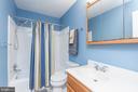 Upstairs hall bath - 8222 STONEWALL DR, VIENNA