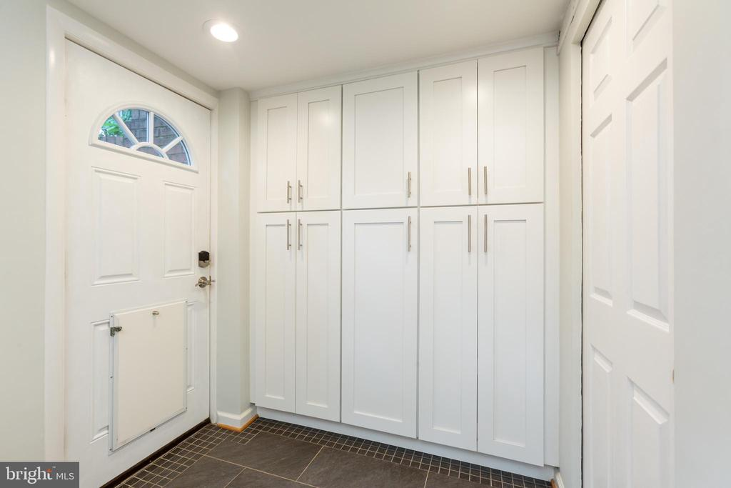 Built in pantry - 8222 STONEWALL DR, VIENNA