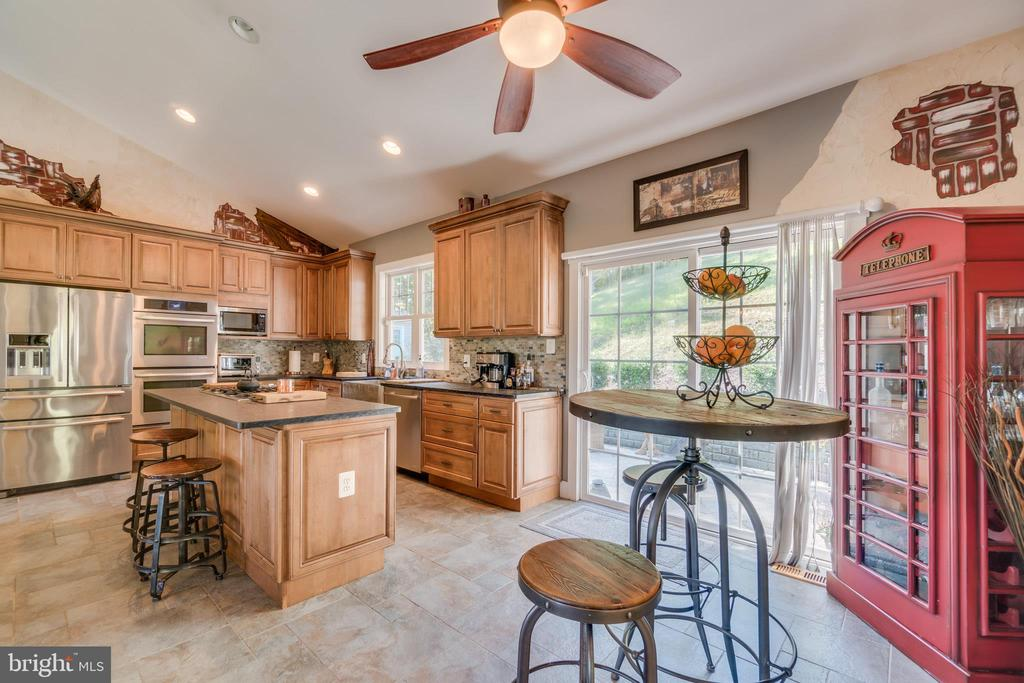Vaulted Kitchen with Breakfast Area - 31 LAUREL HAVEN DR, STAFFORD