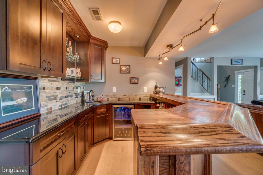 Custom Bar with Wine Storage Refrigerator - 31 LAUREL HAVEN DR, STAFFORD