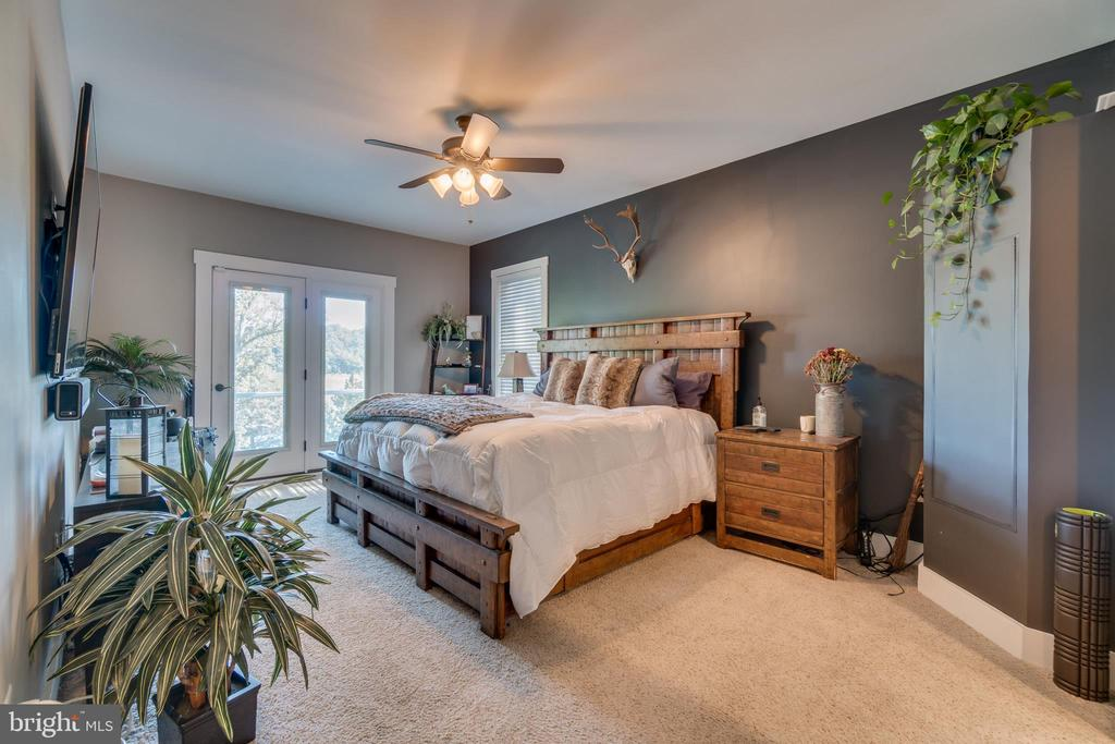 Master Bedroom with Waterviews and Balcony Access - 31 LAUREL HAVEN DR, STAFFORD