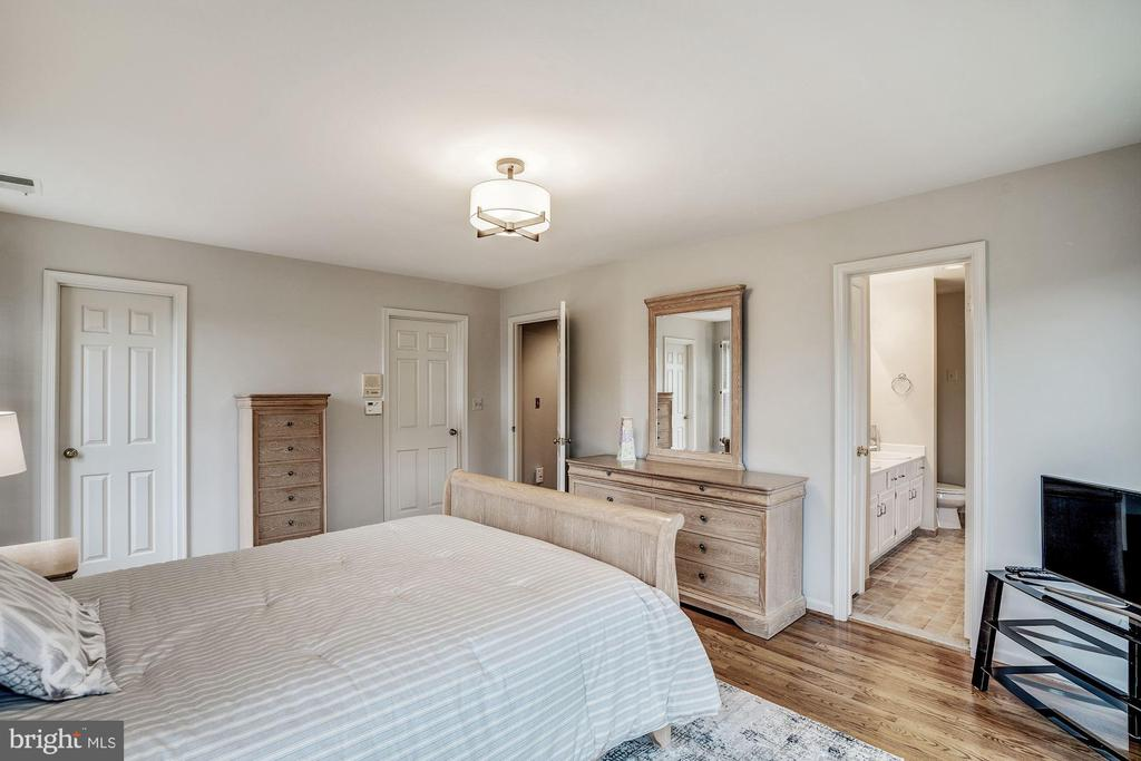 Master Bedroom - 1516 NIGHT SHADE CT, VIENNA