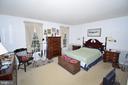 Large 1st Floor Master bedroom Suite - 11690 STOCKBRIDGE LN, RESTON