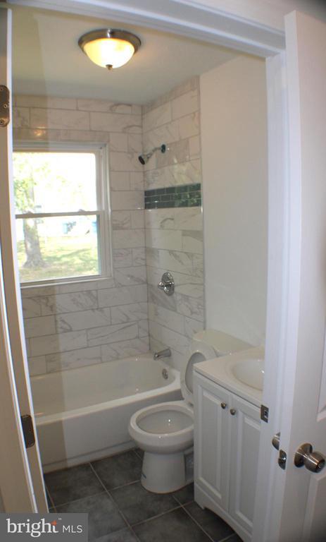 Bathroom 1 - 4703 BEAUFORD RD, MORNINGSIDE