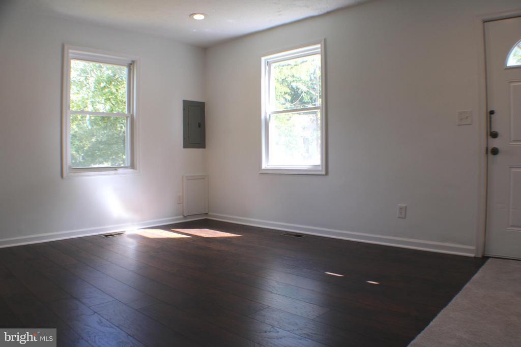 Living Room - 4703 BEAUFORD RD, MORNINGSIDE