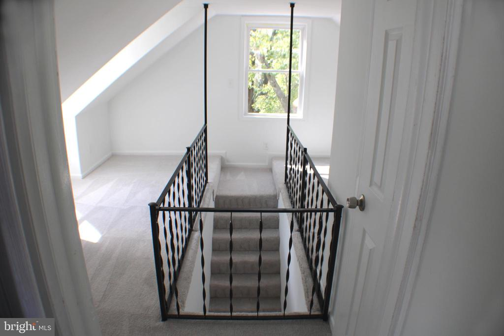 Upstairs - 4703 BEAUFORD RD, MORNINGSIDE