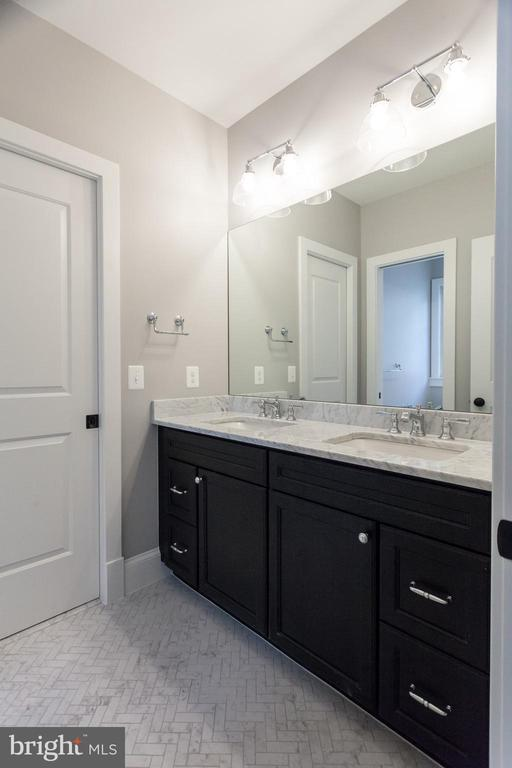 Functional Jack-and-Jill Bath - 1607 N BRYAN ST, ARLINGTON