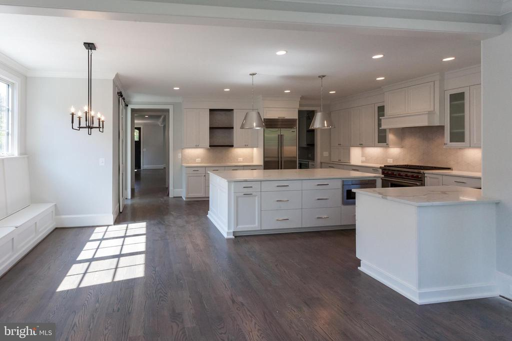 Oversized gourmet kitchen and breakfast nook - 1607 N BRYAN ST, ARLINGTON