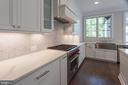 Sleek Quartz countertops and a bold backsplash - 1607 N BRYAN ST, ARLINGTON