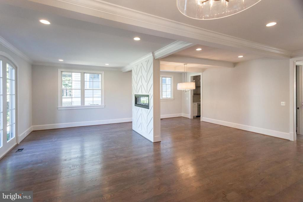 Open Living & Dining Room perfect for entertaining - 1607 N BRYAN ST, ARLINGTON