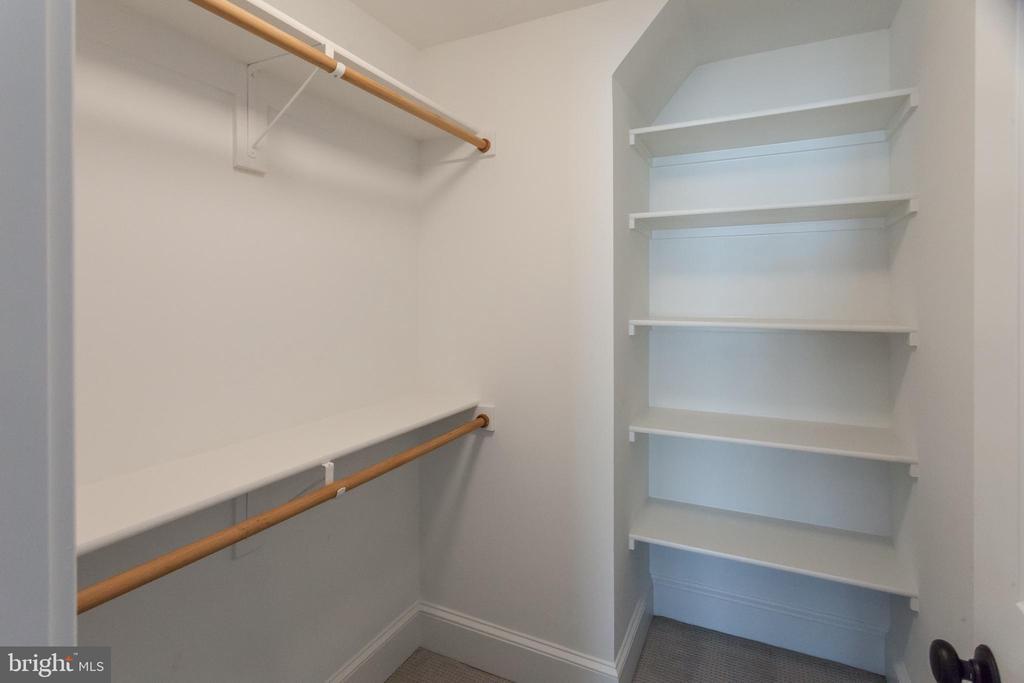 Loft closet - 1607 N BRYAN ST, ARLINGTON