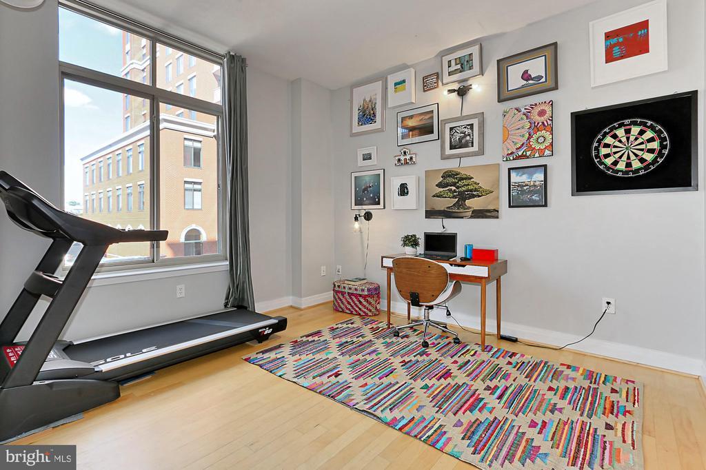 Spacious second bedroom - 1205 N GARFIELD ST #308, ARLINGTON