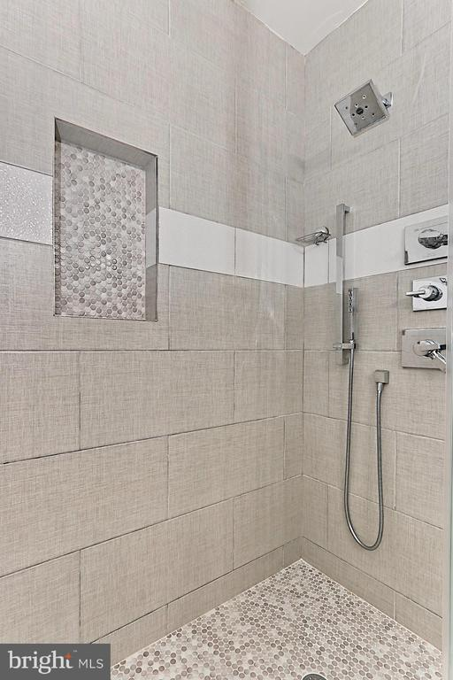 Completely updated master bathroom - 1205 N GARFIELD ST #308, ARLINGTON