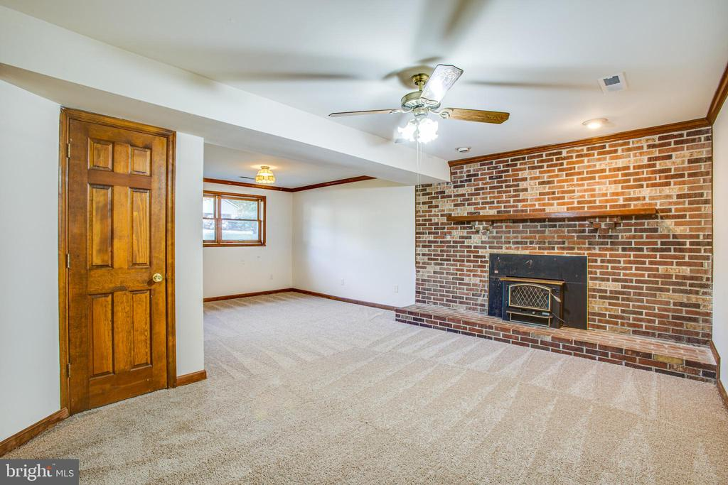 Downstairs Rec Room w/ Fireplace - 5412 LEAVELLS CROSSING DR, FREDERICKSBURG
