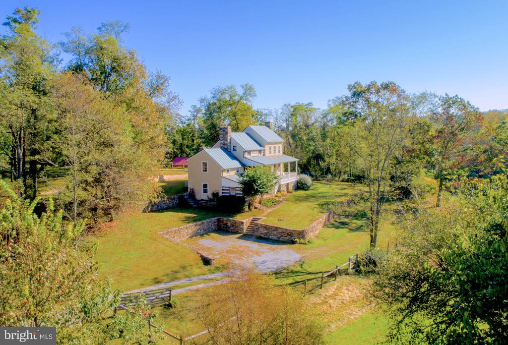Private quiet location - 19923 WOODTRAIL RD, ROUND HILL