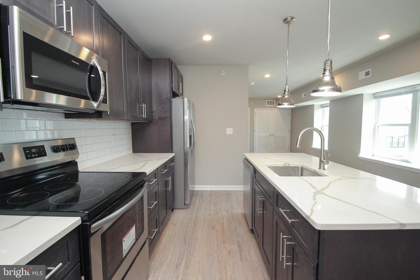 Additional photo for property listing at  Philadelphia, 펜실바니아 19121 미국