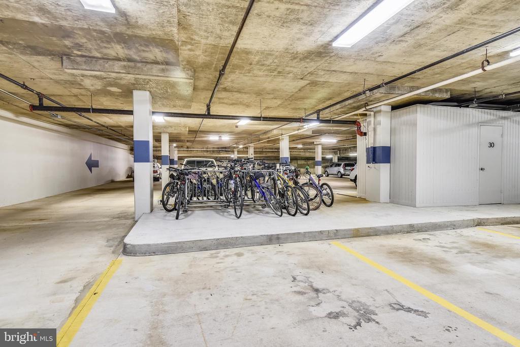Bicycle storage area in garage - 1401 N OAK ST #307, ARLINGTON