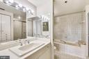 Master bath with soaking tub - 1401 N OAK ST #307, ARLINGTON