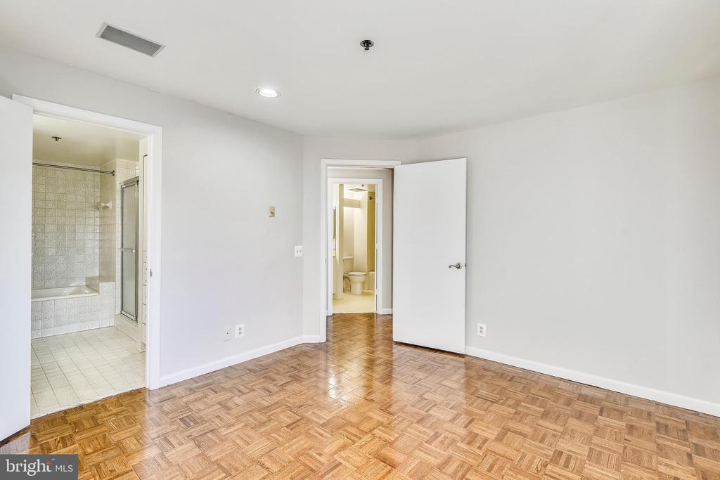 Master bedroom - 1401 N OAK ST #307, ARLINGTON