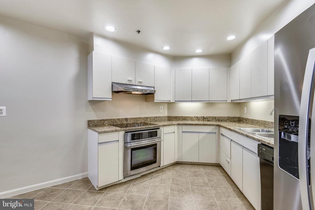 Kitchen - 1401 N OAK ST #307, ARLINGTON