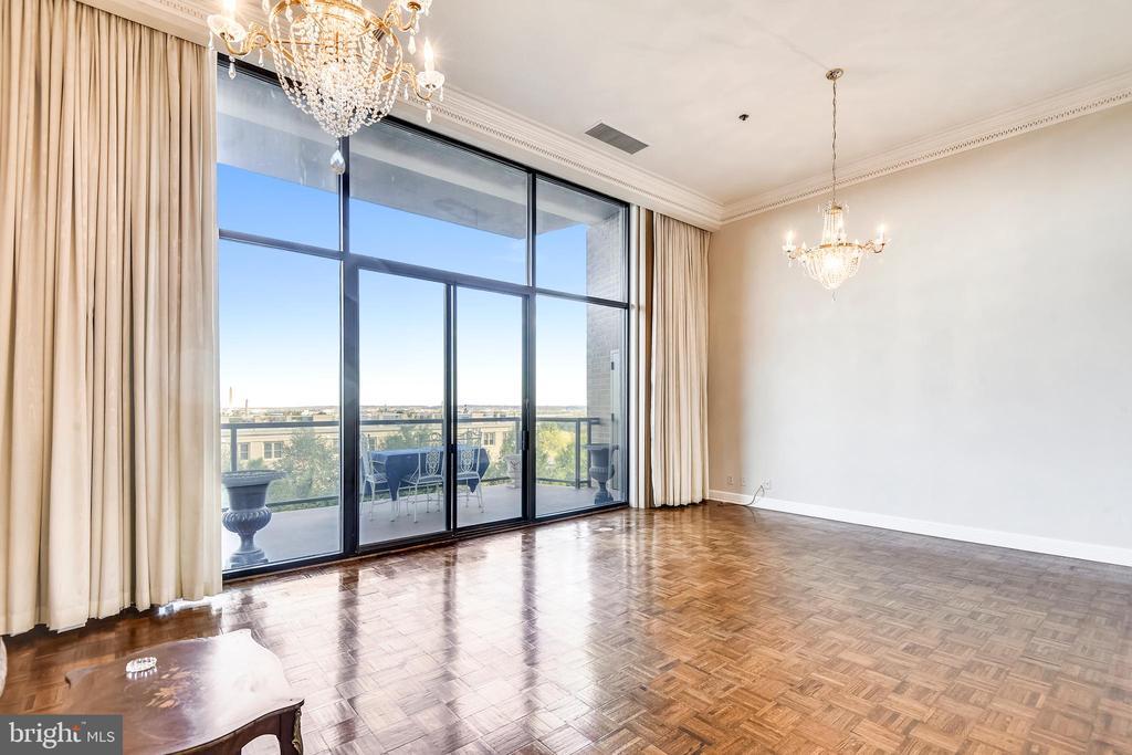 Floor to ceiling views, balcony access - 1401 N OAK ST #307, ARLINGTON