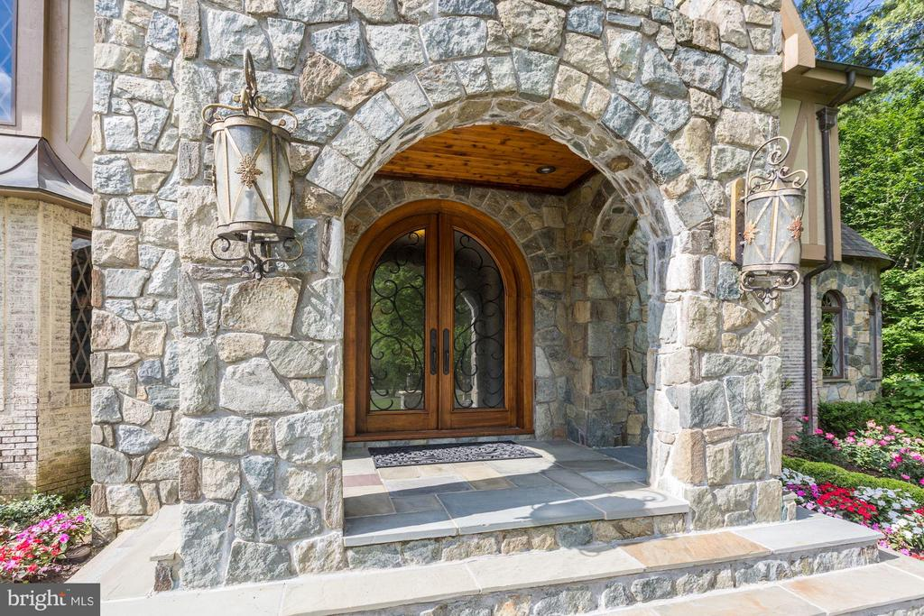 Custom Front Door w/ Stone - 10015 HIGH HILL PL, GREAT FALLS